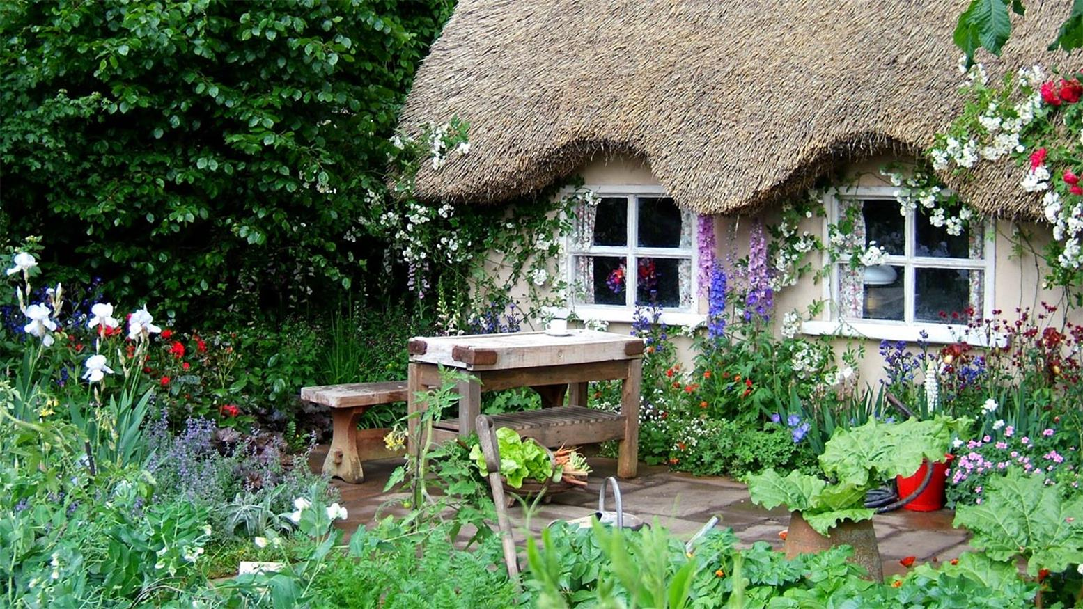 Stunning Country Cottage Gardens Ideas 9