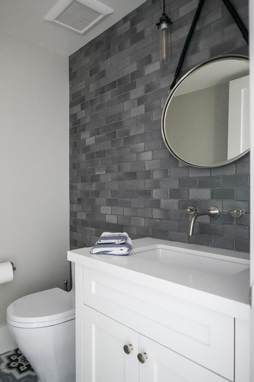 Stunning Gray Bathrooms with Accent Color Ideas 34