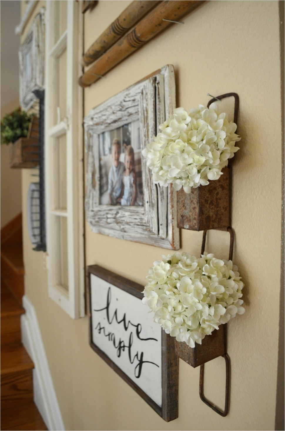 39 Stunning Farmhouse Hallway Decorating Ideas 43 Staircase Gallery Wall & A Collection Of Vintage Treasures 3