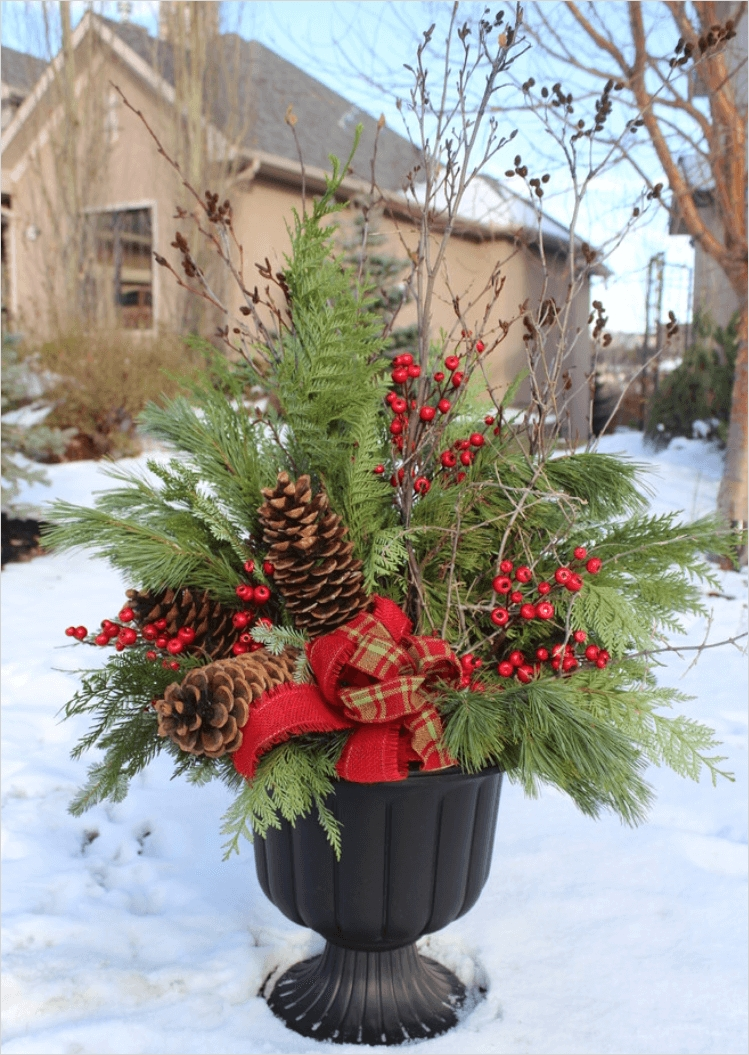 42 Beautiful Christmas Outdoor Pot Decorations Ideas 92 Christmas Decorations for Outside Planters Halloween Costume Ideas 5