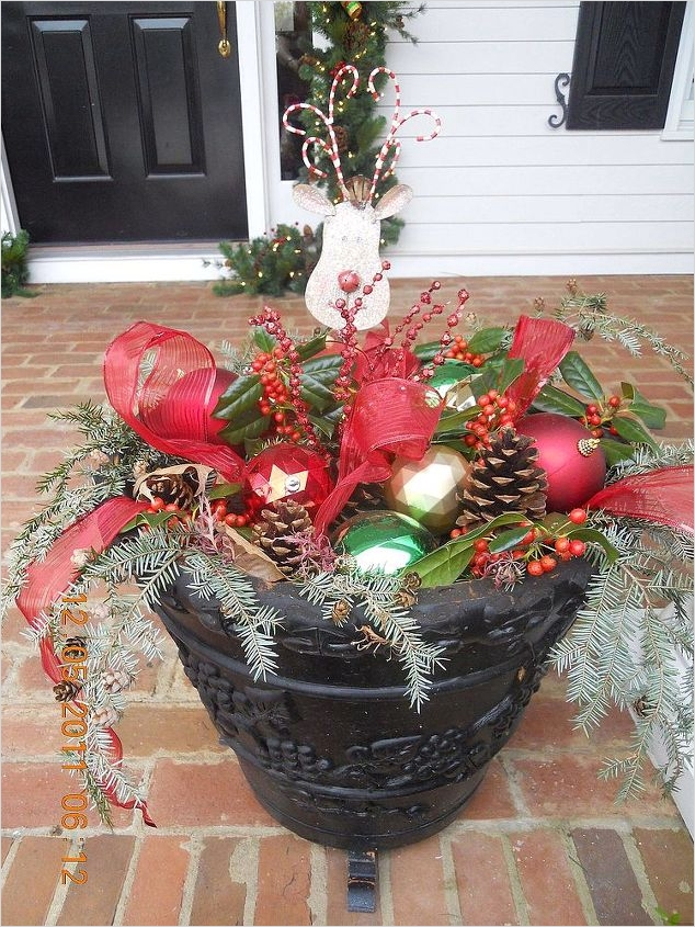 42 Beautiful Christmas Outdoor Pot Decorations Ideas 39 Great Idea for A Winter Outdoor Planter 6