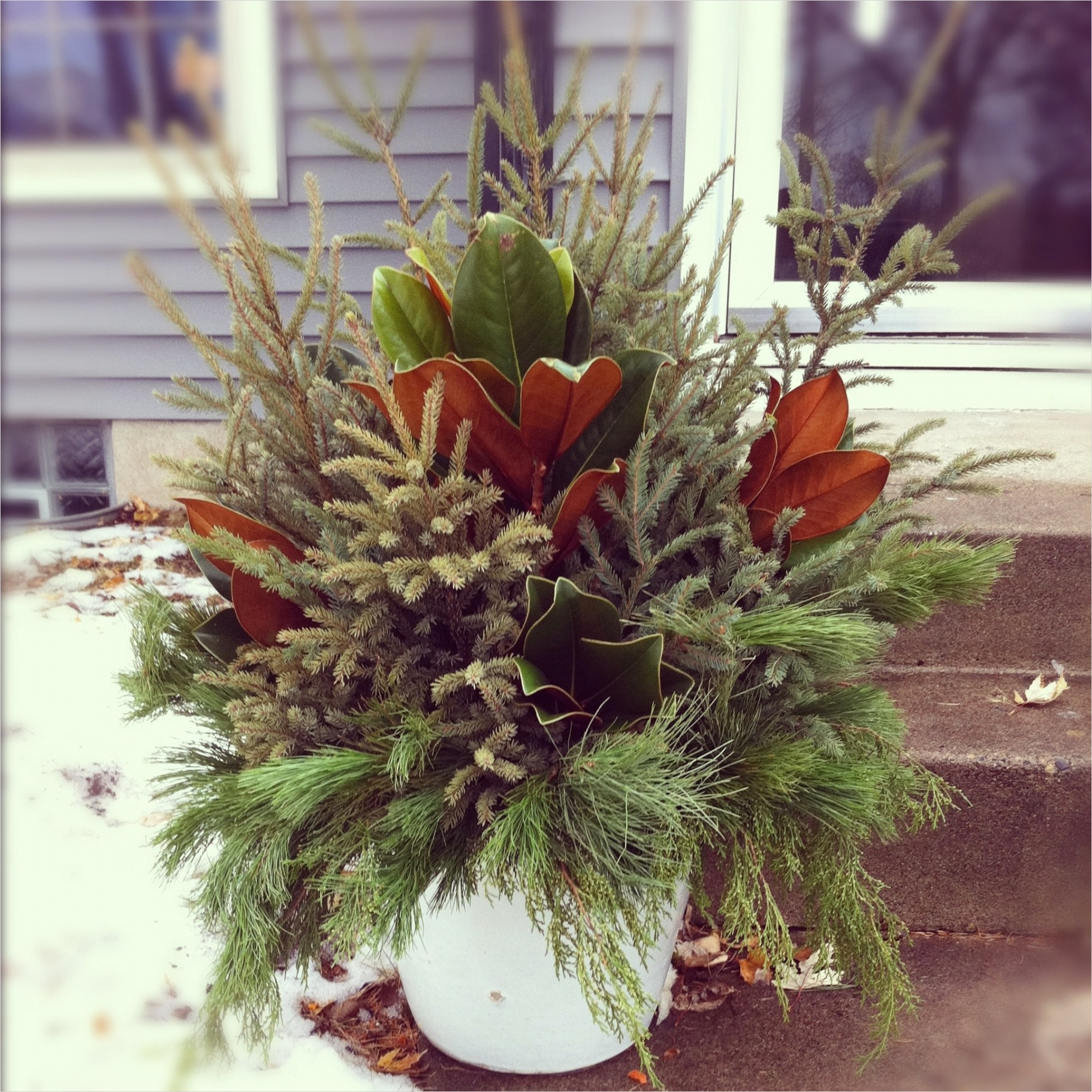 42 Beautiful Christmas Outdoor Pot Decorations Ideas 19 Holiday Pot Ideas 7