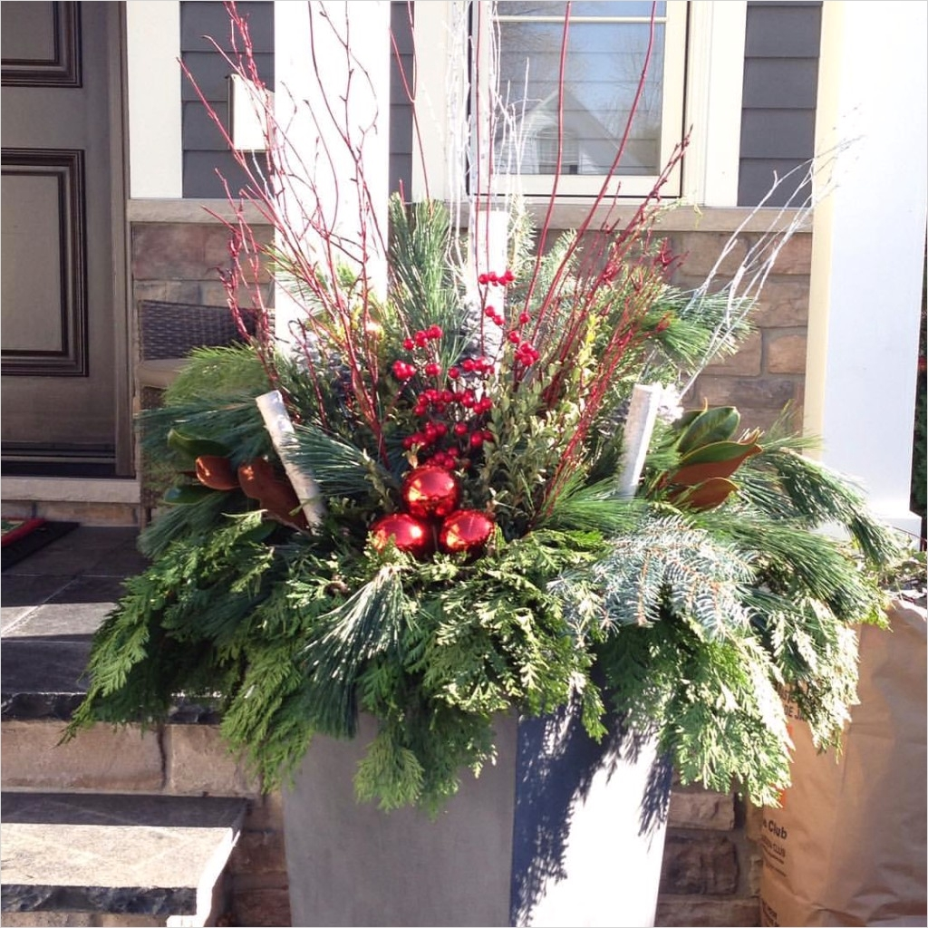 42 Beautiful Christmas Outdoor Pot Decorations Ideas 14 Outdoor Christmas Flower Pot Arrangements 3