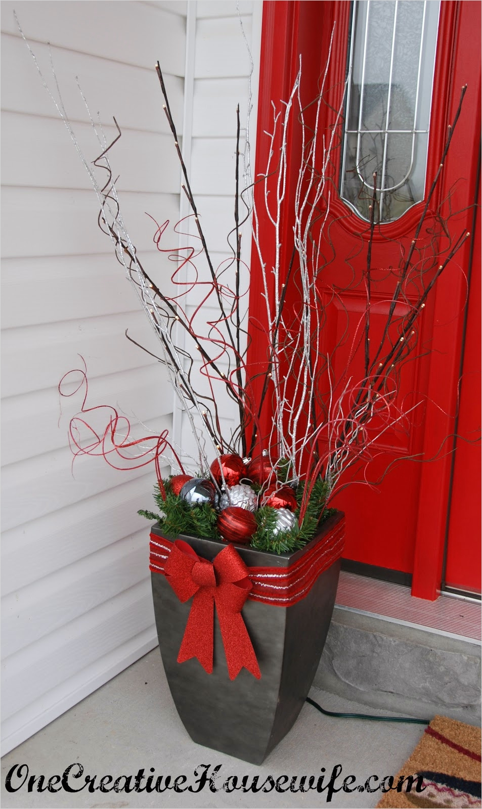 42 Beautiful Christmas Outdoor Pot Decorations Ideas 97 E Creative Housewife My Outdoor Christmas Decorations 5