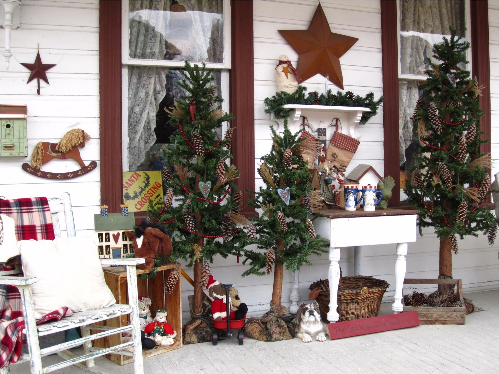 42 Stunning Country Christmas Centerpieces Ideas Ideas 75 Suesjunktreasures Rustic Country Christmas On My Front Porch 5
