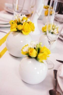 Décoration de table jaune et blanc