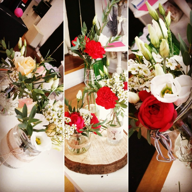 Petites compositions florales en bocaux customisés : thème couleur rouge et pastel