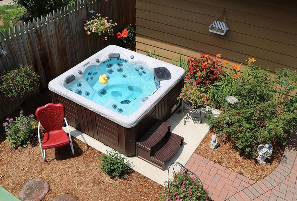 Small Backyard Ideas with Hot Tub 19