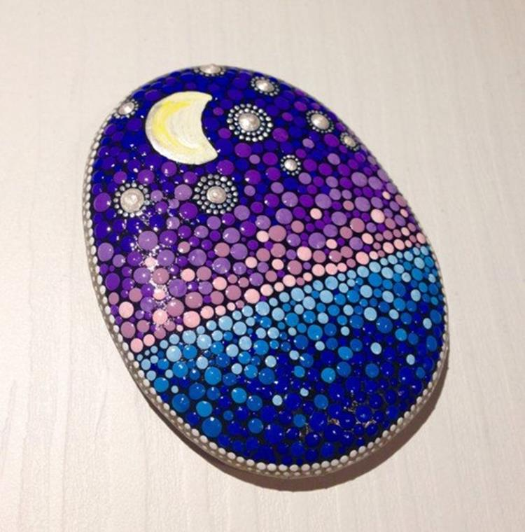 Simple Painted Rock Ideas For Garden 19