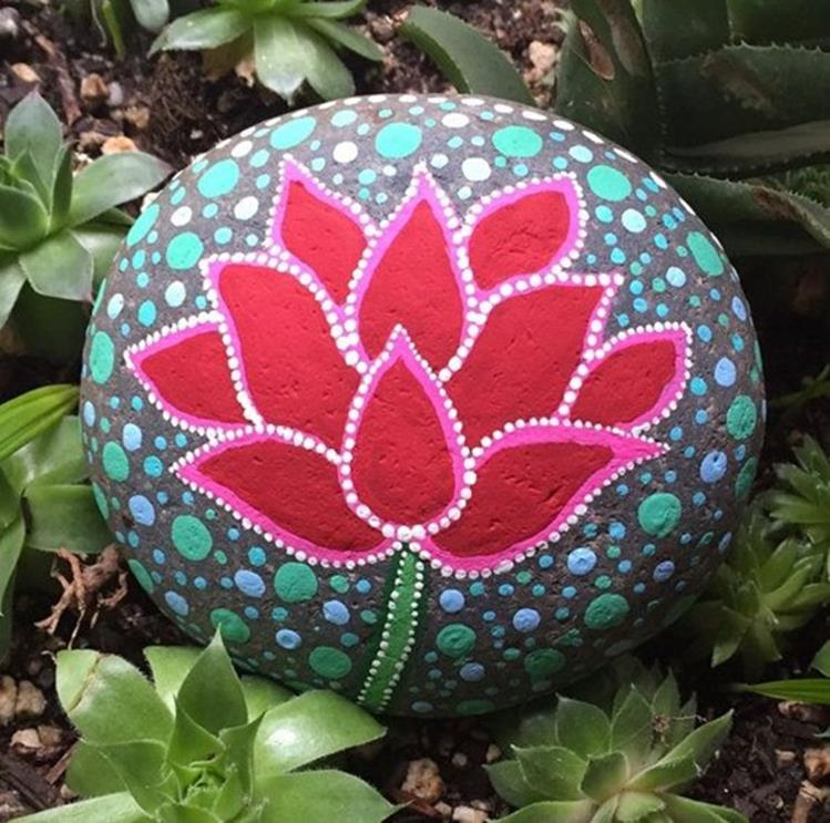 Simple Painted Rock Ideas For Garden 21