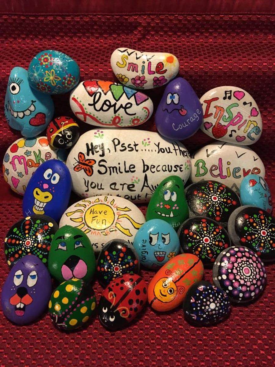 Simple Painted Rock Ideas For Garden 23