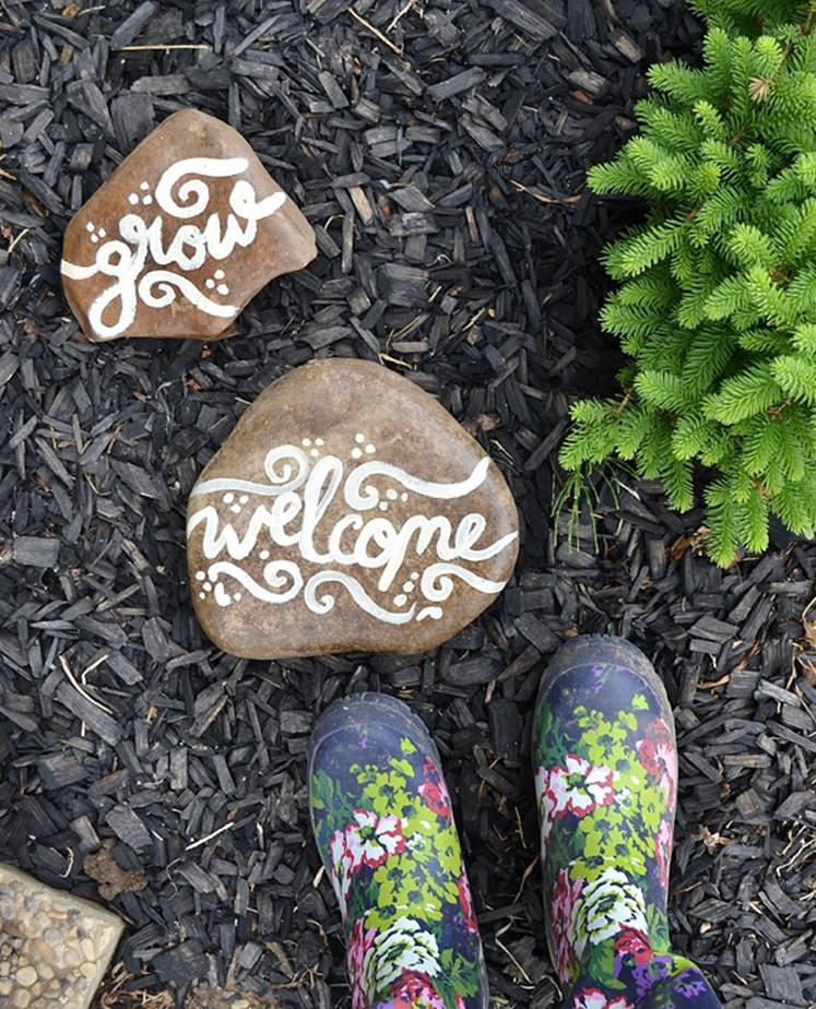 Simple Painted Rock Ideas For Garden 27