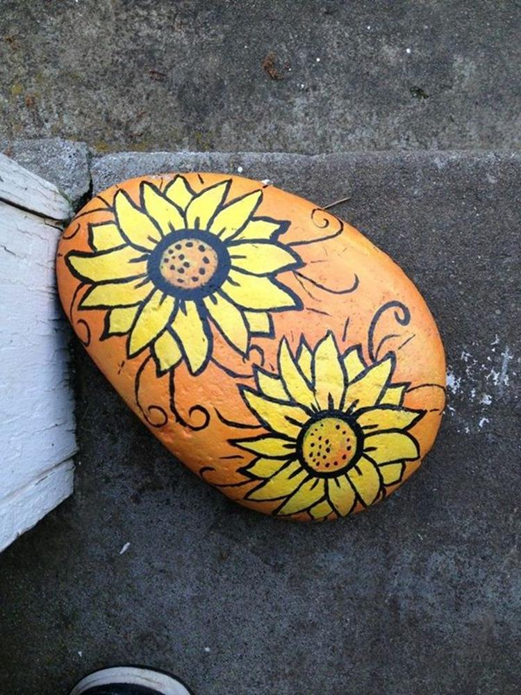 Simple Painted Rock Ideas For Garden 3
