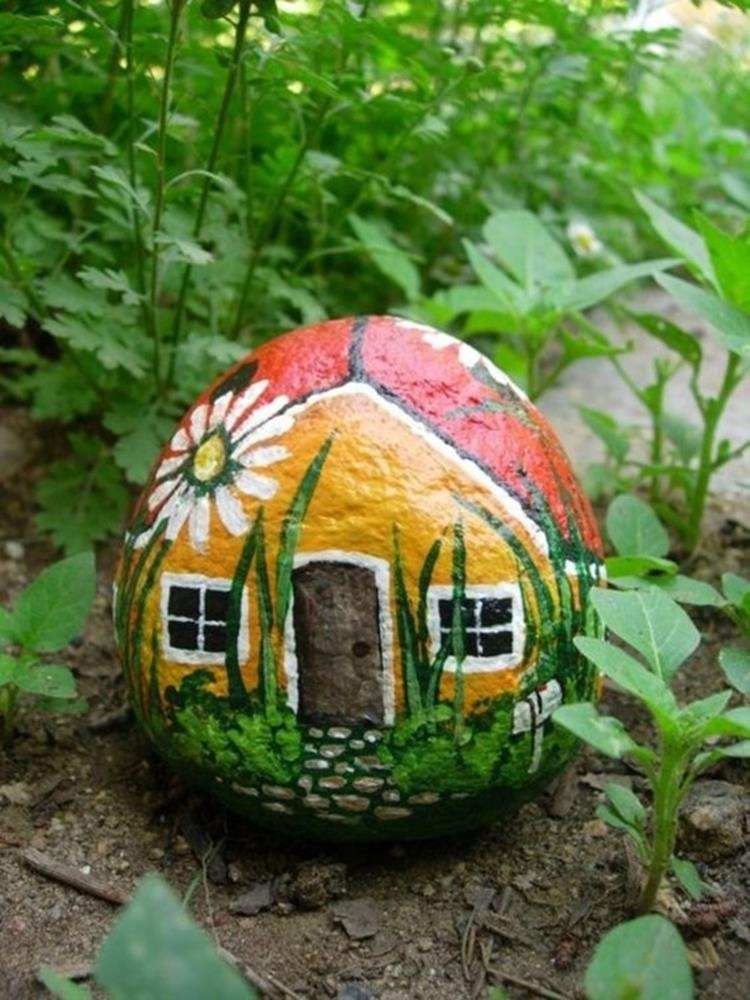 Simple Painted Rock Ideas For Garden 33