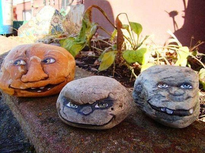 Simple Painted Rock Ideas For Garden 38