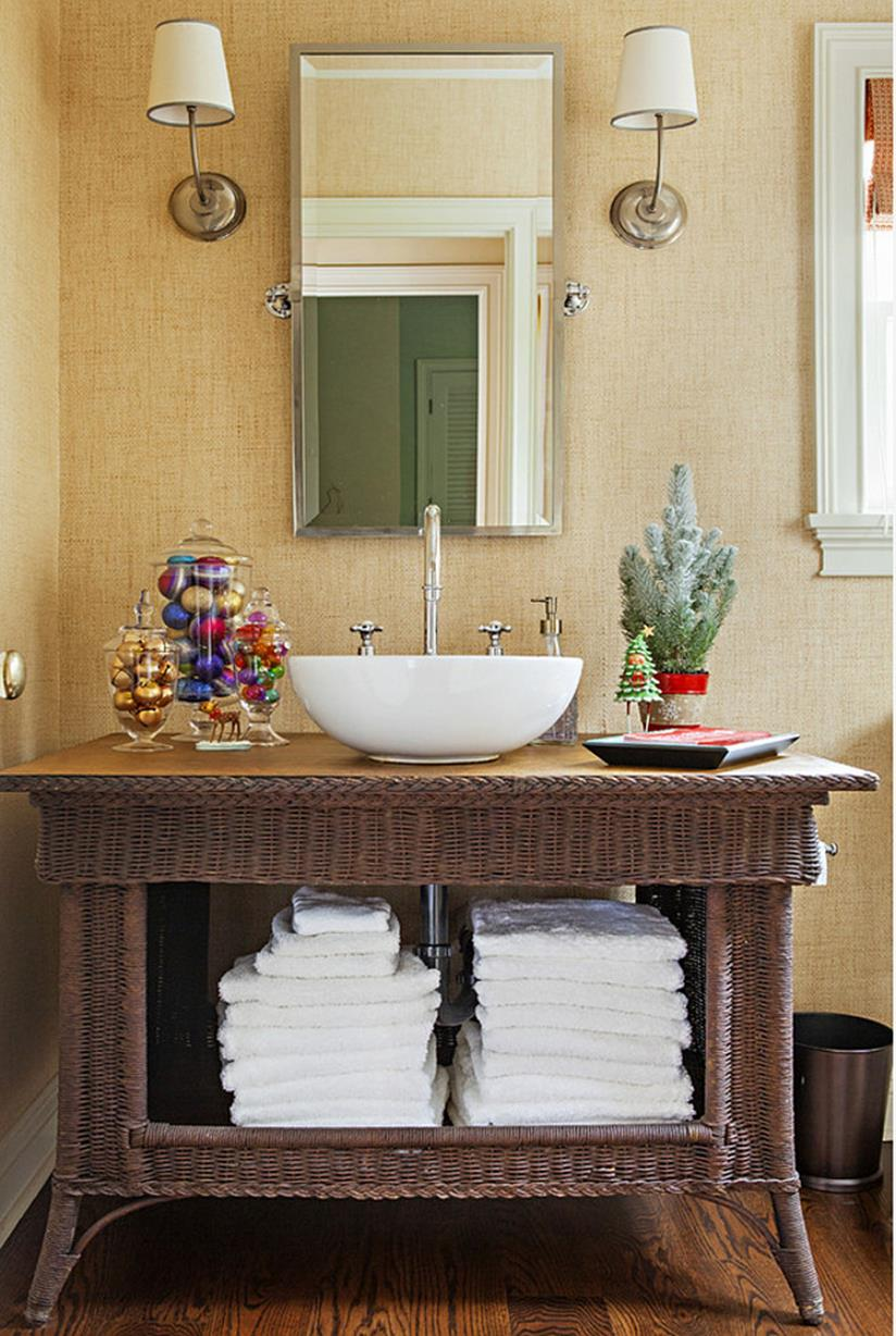 Bathroom with Holiday Wall Decor 17