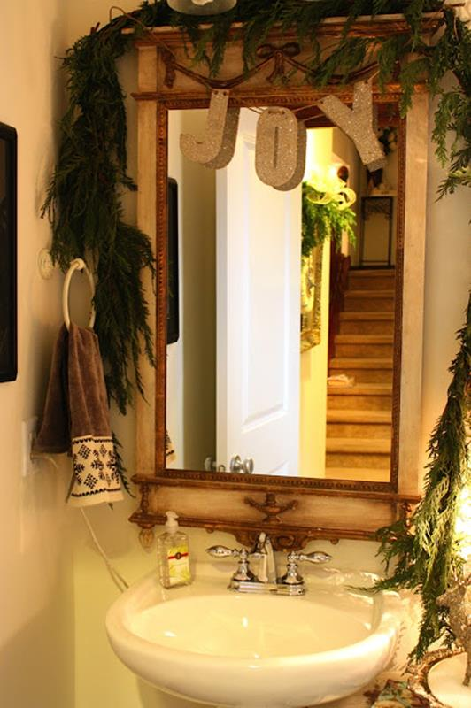 Bathroom with Holiday Wall Decor 32