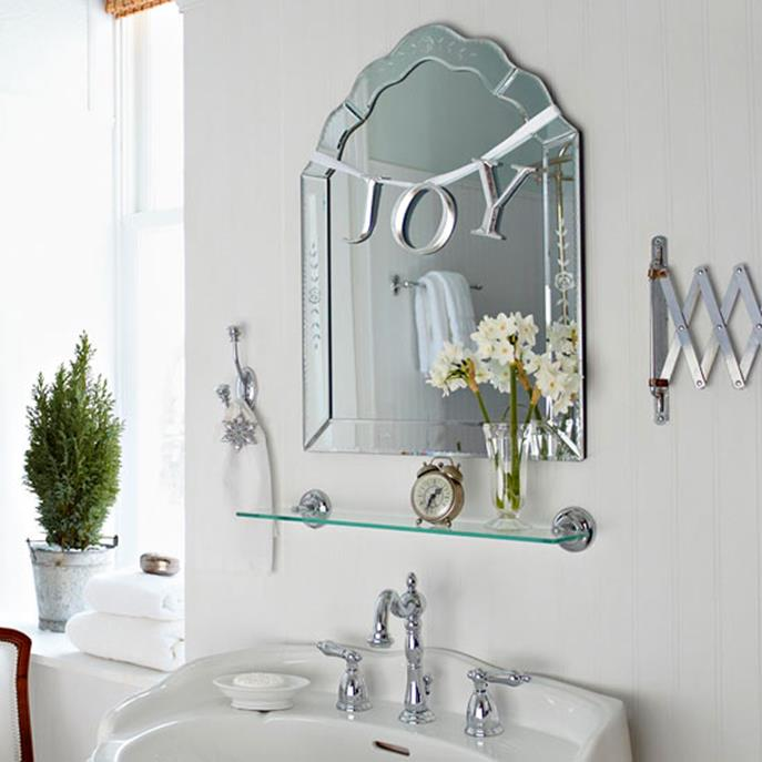 Bathroom with Holiday Wall Decor 35