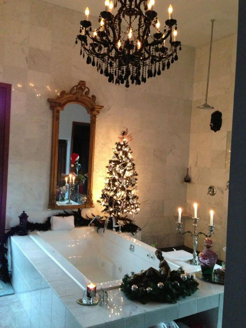 Bathroom with Holiday Wall Decor 36