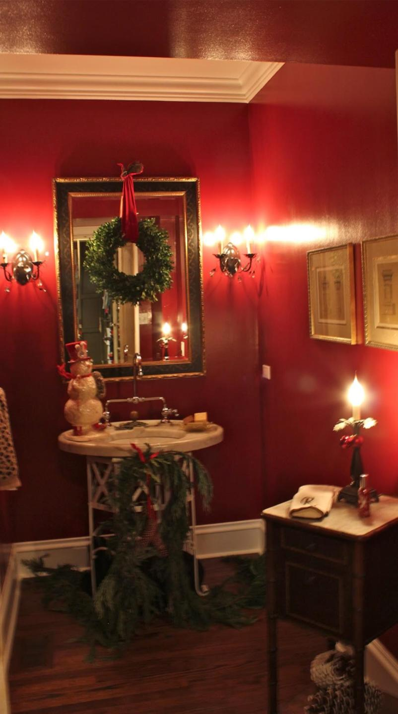 Bathroom with Holiday Wall Decor 38