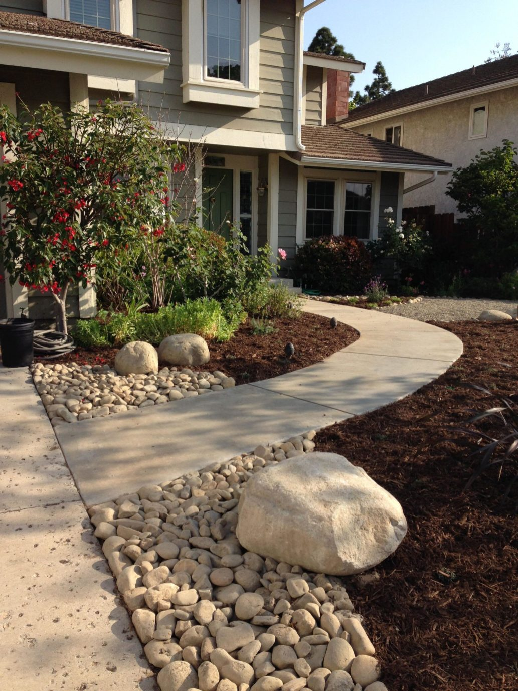 Front Yard Landscaping Ideas with White Rocks 11