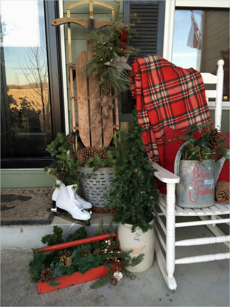 42 Beautiful Vintage Yard Decorating Ideas 96 95 Amazing Outdoor Christmas Decorations Digsdigs 2