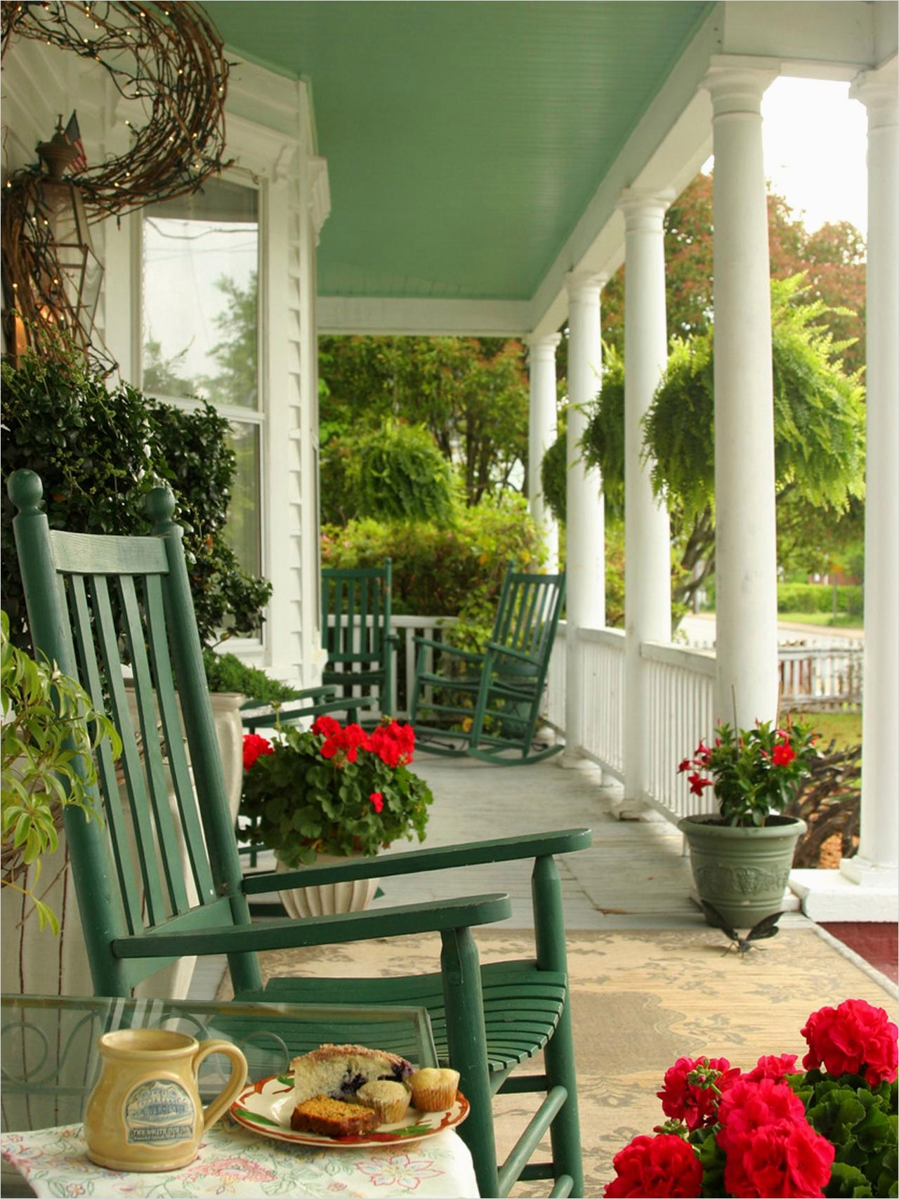 35 Stunning Little Porch Decorating Ideas for 2020 47