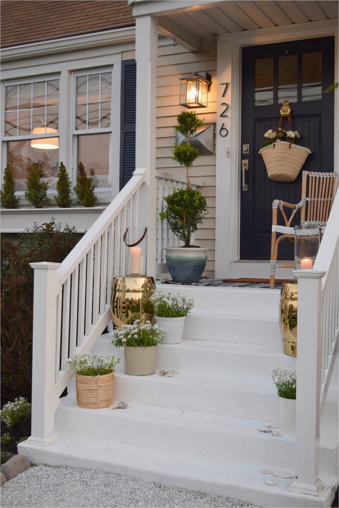 35 Stunning Little Porch Decorating Ideas for 2020 55
