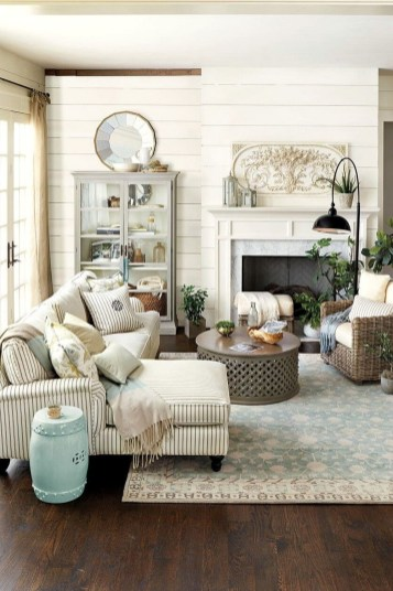 Gorgeous Farmhouse Living Room Decor Ideas And Designs (10)