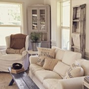 Gorgeous Farmhouse Living Room Decor Ideas And Designs (14)