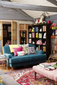 Eclectic And Quirky Living Room Decor Styling Ideas (37)