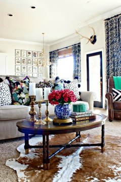 Eclectic And Quirky Living Room Decor Styling Ideas (57)