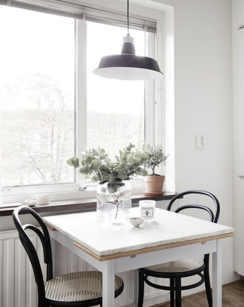 Small Kitchen Round Table And Chairs