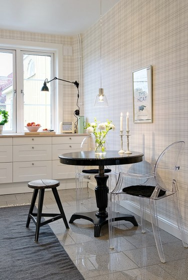 Small Round Black Granite Kitchen Table And Chairs