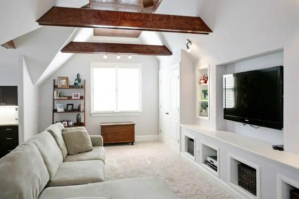 Minimalist Bonus Room