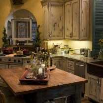 +41 To Consider For Farmhouse Kitchen Cabinets Design Ideas 38