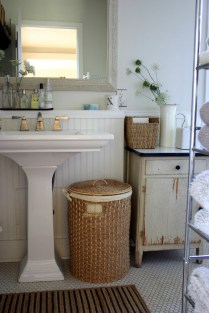 46+That Will Motivate You Farmhouse Bathroom Colors Rustic 127