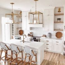 35+ Natural Rustic And Classic Glam Kitchen Decorating Ideas 11