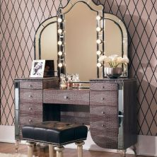 39+ Who Else Wants To Learn About The Best Gold Furniture For Your Luxury Interior Design 40