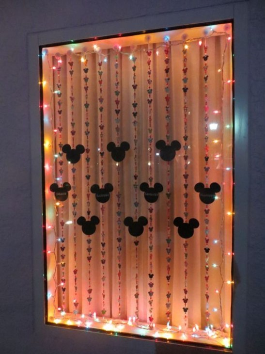 Beautiful Window Decorating Ideas For Christmas 15