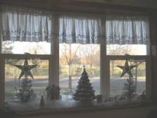 Beautiful Window Decorating Ideas For Christmas 22