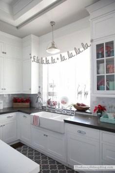 Beautiful Window Decorating Ideas For Christmas 34