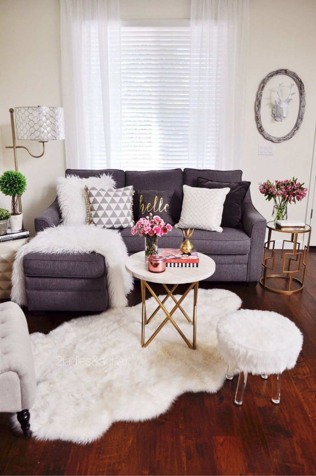 Best Tiny Living Room Design Ideas That Trend Nowaday 01