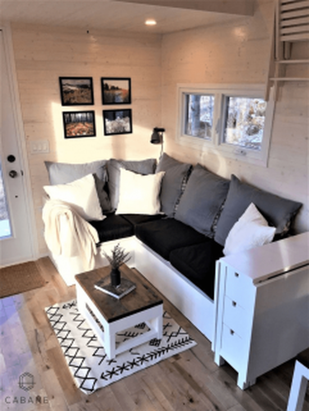 Best Tiny Living Room Design Ideas That Trend Nowaday 31