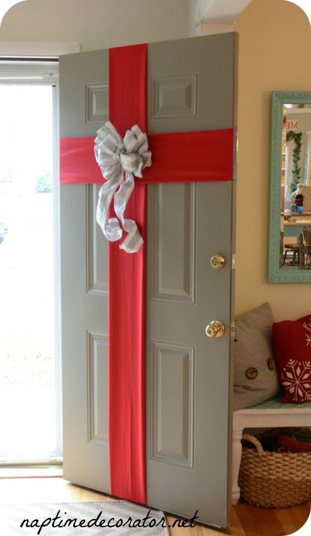 Creative Christmas Door Decoration Ideas To Inspire You 01