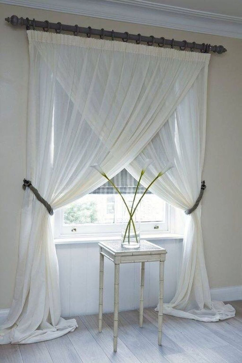 Inexpensive Living Room Curtain Design Ideas On A Budget 20