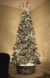 Pretty Space Decoration Ideas With Christmas Tree Lights 28