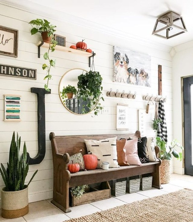 Splendid Entryway Home Décor Ideas That Make Your Place Look Cool 10