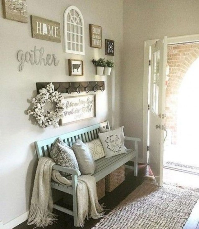 Splendid Entryway Home Décor Ideas That Make Your Place Look Cool 16