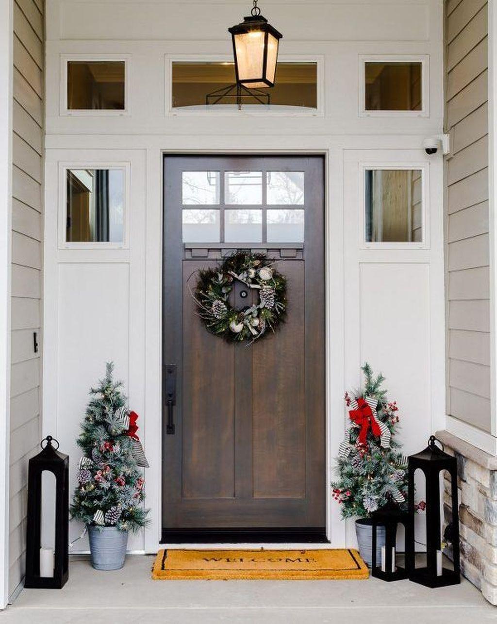 Unique Christmas Decoration Ideas For Front Porch 16